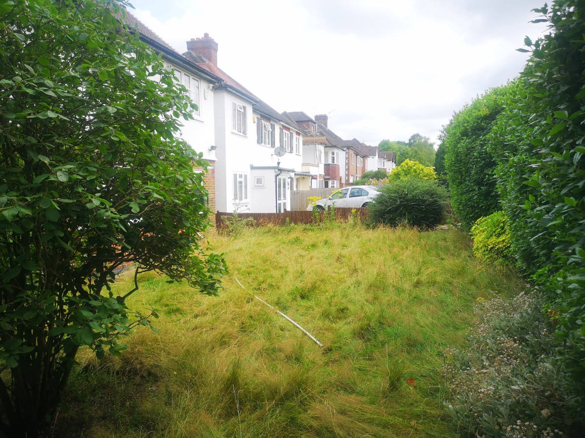 Front Garden – overgrown and lacked privacy